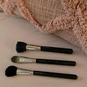 3 MAC Makeup Brushes